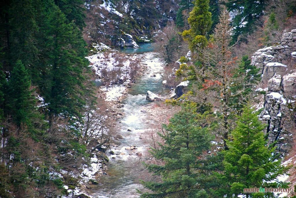 Ο Ασπροπόταμος ή Αχελώος με τα τελευταία χιόνια της άνοιξης