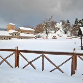 Ελάτη, Περτούλι, Τσιούκια Μοναστήρια Αγίας Παρασκευής χιονισμένο