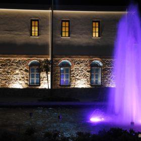 Δίδυμο Οθωμανικό Λουτρό Τρικάλων και Μουσείο Τσιτσάνη Τρίκαλα, το εξωτερικό σιντριβάνι