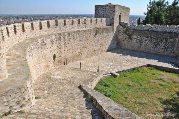 κάστρο Τρίκαλα, τα τείχη