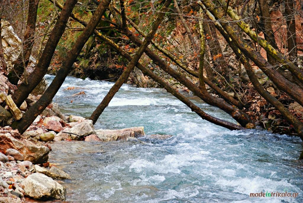 Αποτέλεσμα εικόνας για ποταμι με γαργαρα νερα