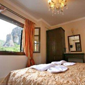 Καλαμπάκα ξενώνας Βαβίτσας Καστράκι, δωμάτιο με θέα τα Μετέωρα