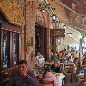 Ταβέρνα Παλιά Ιστορία Τρίκαλα, υπαίθριος χώρος