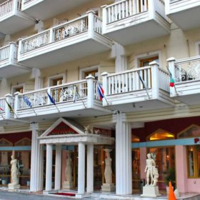 Ξενοδοχείο Φαμίση Κώστα, εξωτερική όψη