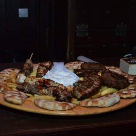 Ζυθορυχείο Μπυραρία Καλαμπάκα, πιάτο με κρέατα