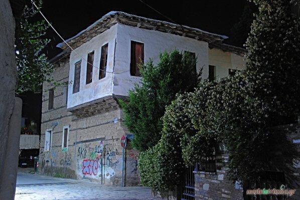 Τρίκαλα Βαρούσι παλιά πόλη αρχοντικό, νυχτερινή