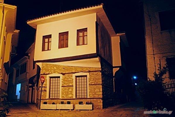 Τρίκαλα παλιά πόλη Βαρούσι, οίκημα νυχτερινή