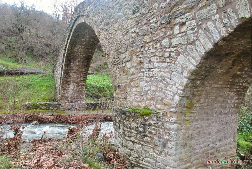 Τοξωτό γεφύρι του Ψύρρα