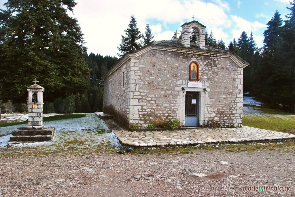 Το εκκλησάκι της Αγίας Κυριακής έξω από το Περτούλι