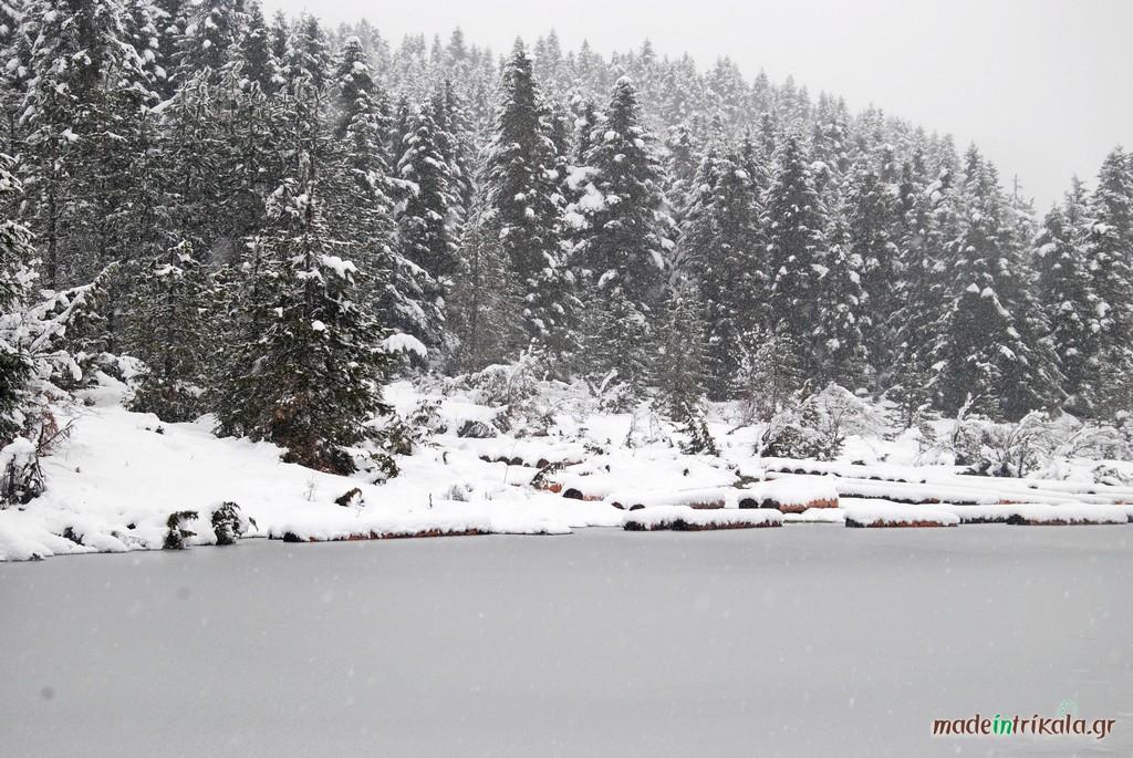 Παγωμένη λιμνούλα στον Κόζιακα, Νότια Πίνδος