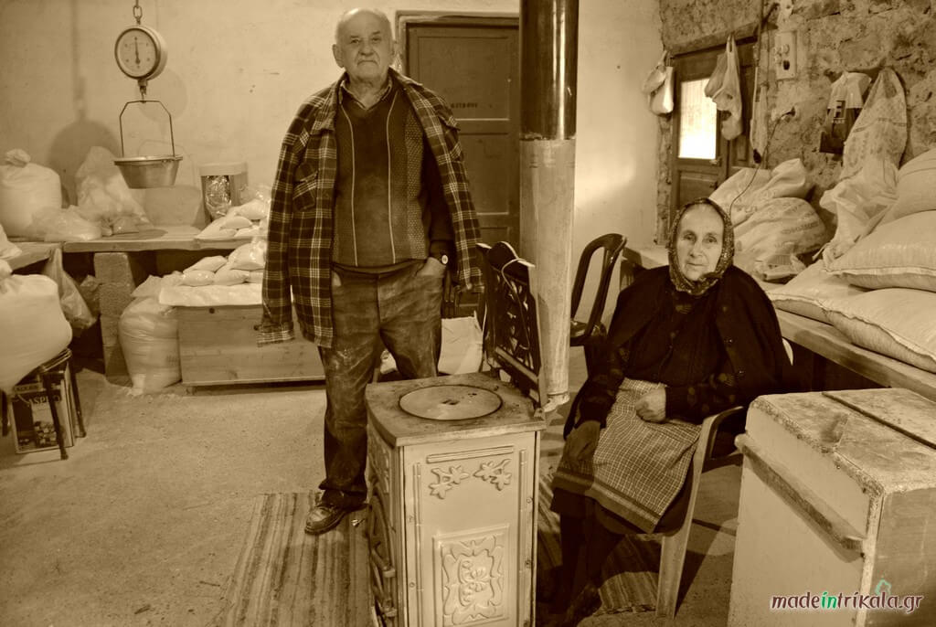Ο μυλωνάς και η γυναίκα του στο νερόμυλο Παλαιοκαρυάς