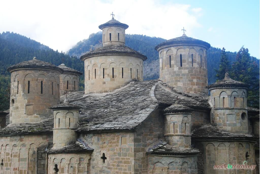 Ο Ναός του Τιμίου Σταυρού Δολιανών διαθέτει 12 τρόλους