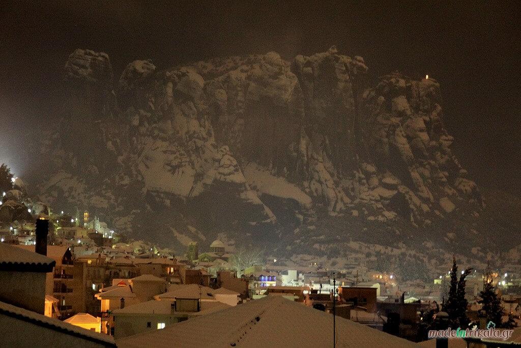 Η Καλαμπάκα και τα Μετέωρα χιονισμένα