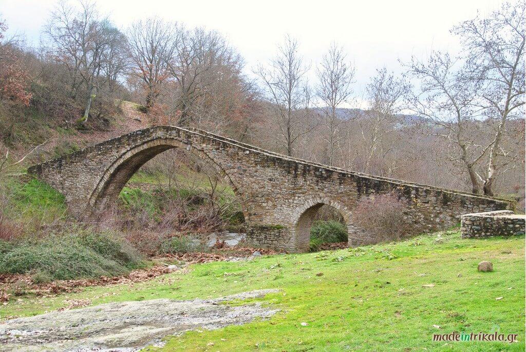 Γέφυρα του Ψύρρα, πέτρινα γεφύρια των Τρικάλων